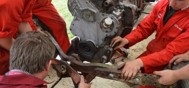 Tractor Rebuild by Bicton College Students – Part 4